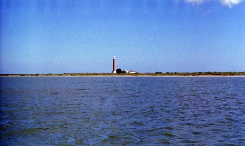 Вид на остров и Маяк Чеченский